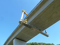 橋梁点検車(歩廊式)