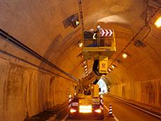 トンネル点検車